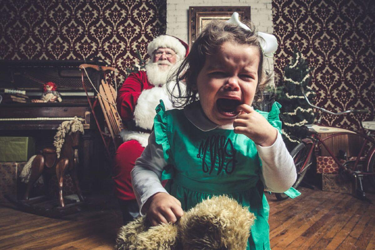 Jeff Roffman fotografo registra serie hilaria de criancas chorando por causa do Papai Noel 7