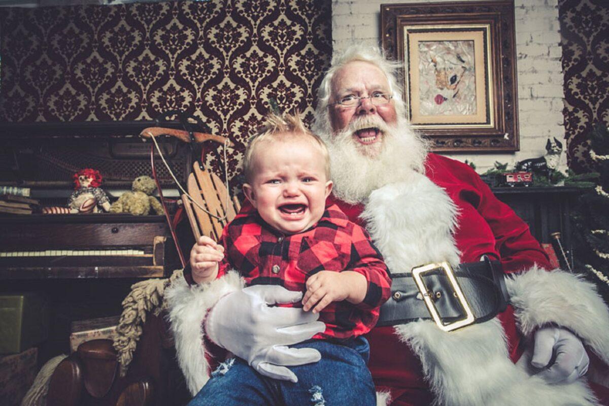 Jeff Roffman fotografo registra serie hilaria de criancas chorando por causa do Papai Noel 8