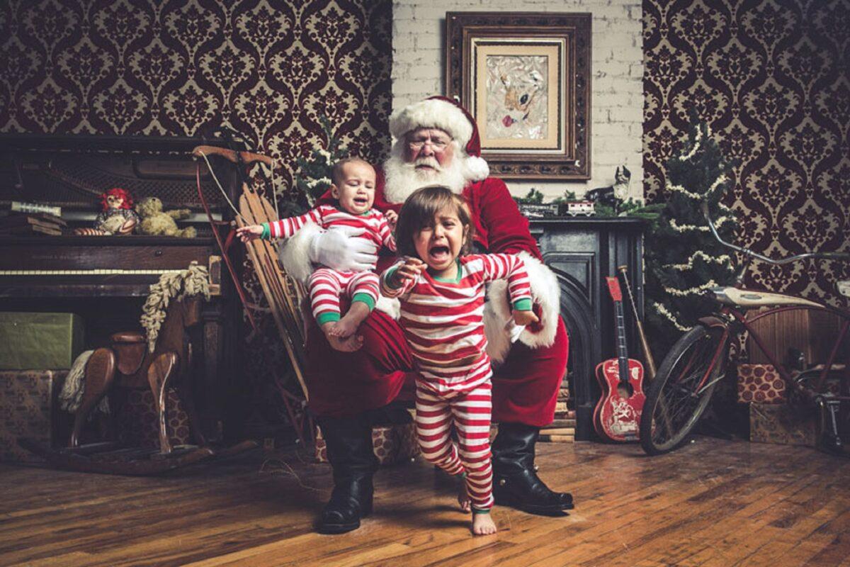 Jeff Roffman fotografo registra serie hilaria de criancas chorando por causa do Papai Noel 9