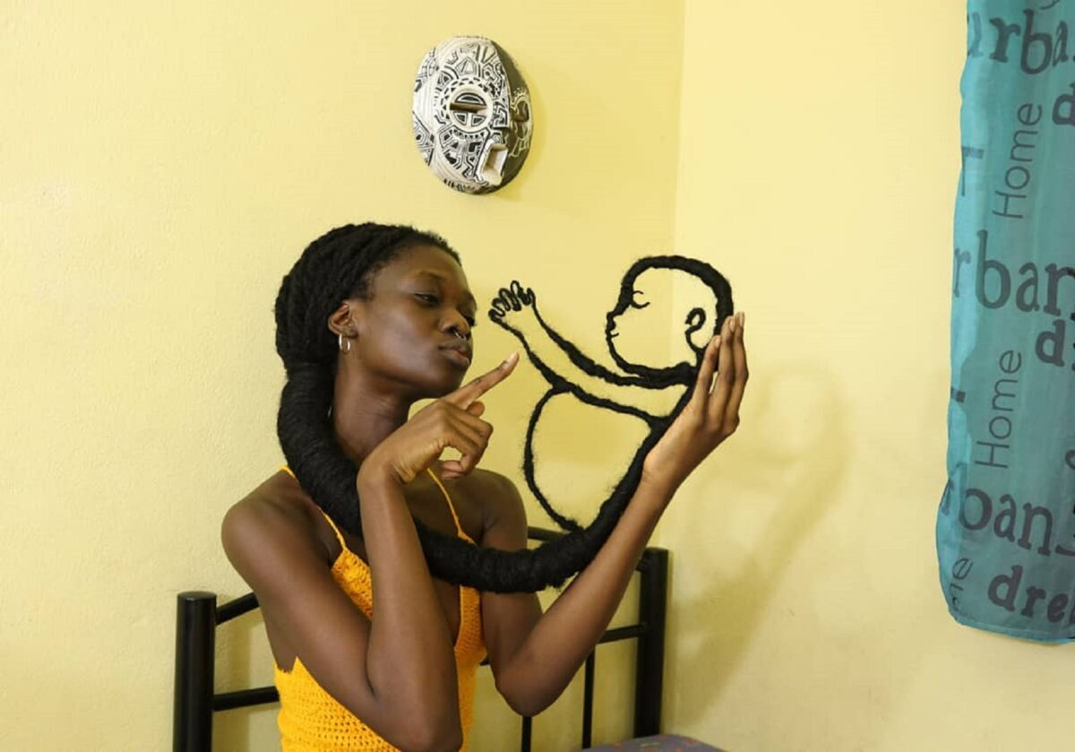 Laetitia Ky artista cria esculturas com o proprio cabelo e exalta beleza crespa 5