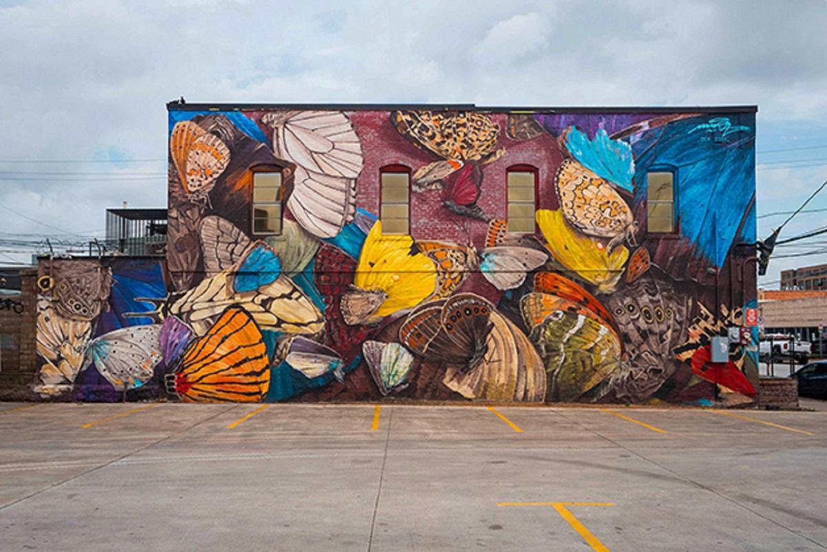 Mantra: artista desenha borboletas em paredes de diversas cidades pelo mundo