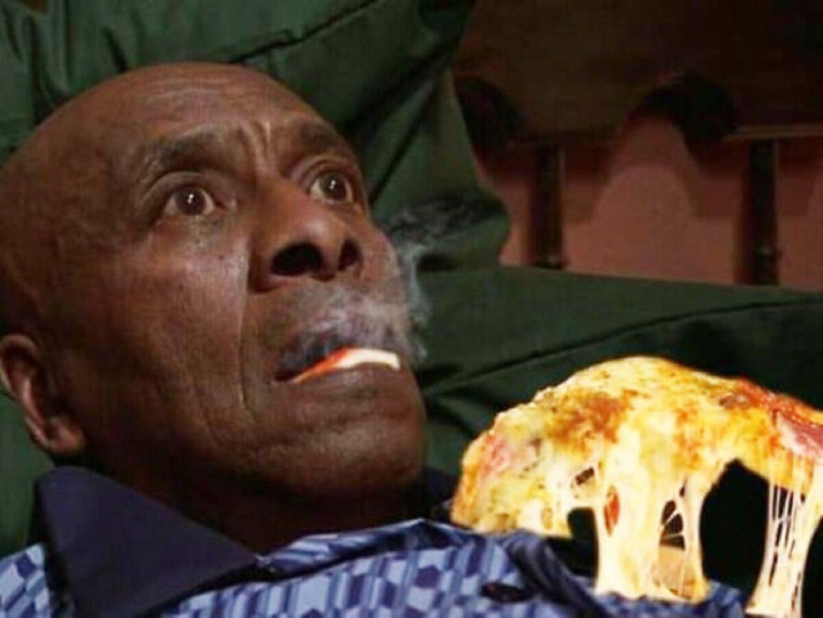Pizzas adicionadas em filmes de terror atraves do Photoshop 19