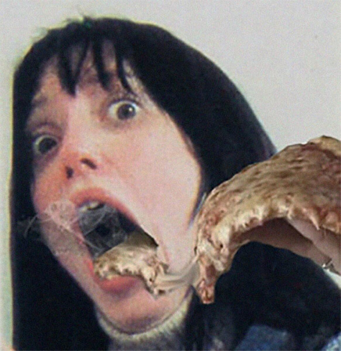 Pizzas adicionadas em filmes de terror atraves do Photoshop 2