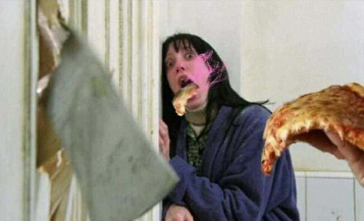 Pizzas adicionadas em filmes de terror atraves do Photoshop 22