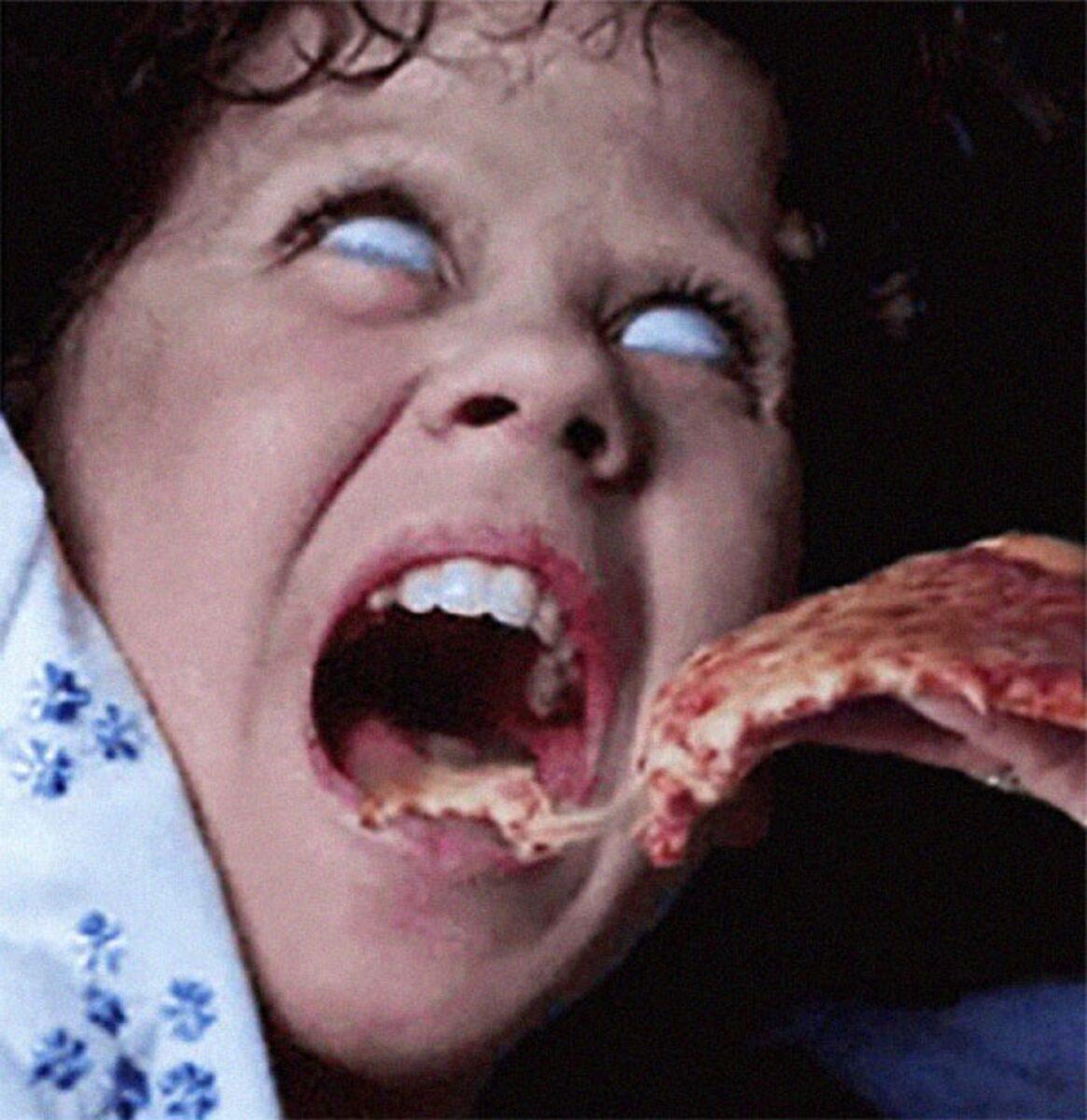 Pizzas adicionadas em filmes de terror atraves do Photoshop 7