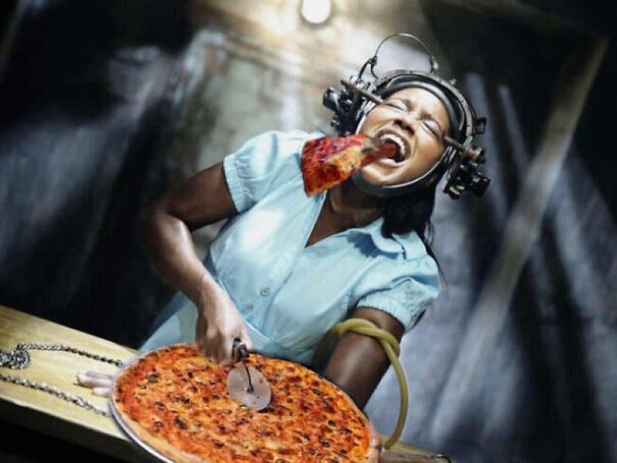 Pizzas adicionadas em filmes de terror atraves do Photoshop 9