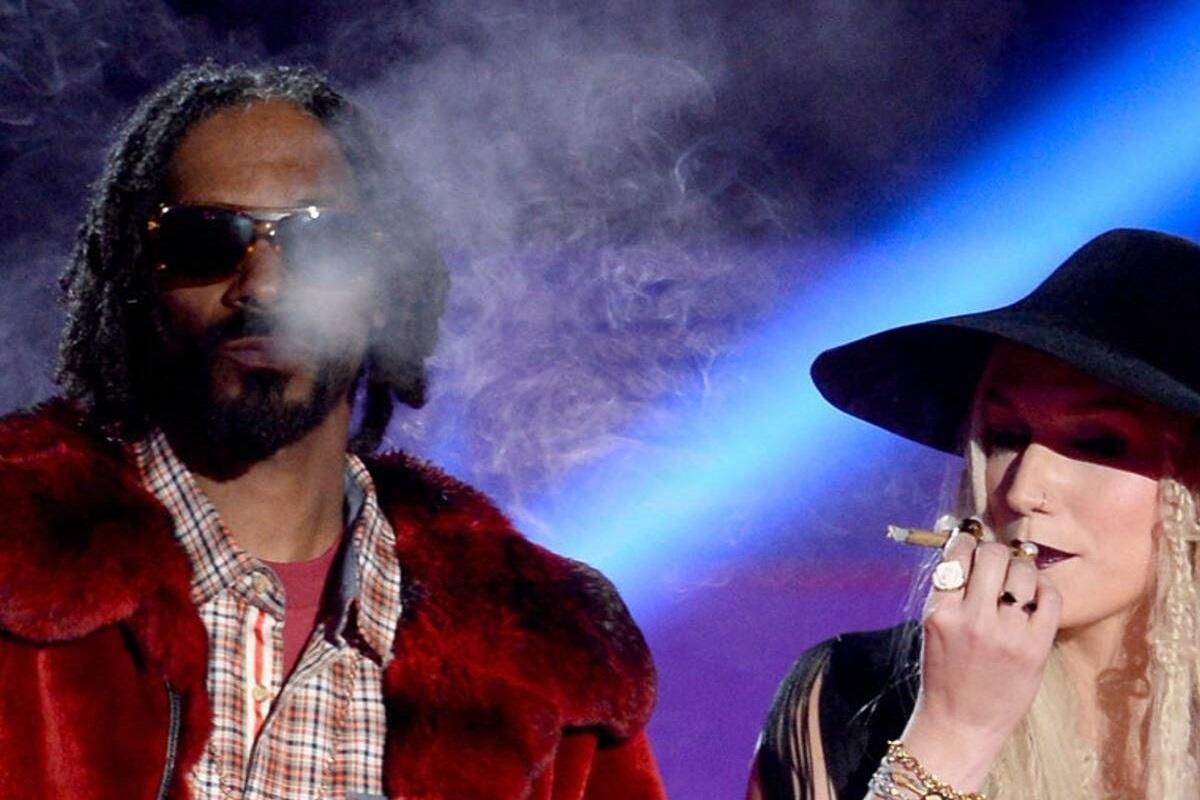 Celebridades flagradas fumando maconha