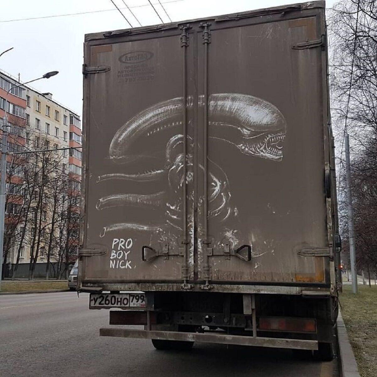 Nikita Golubev artista russa cria desenhos incriveis em caminhoes e tecnica chama atencao 10