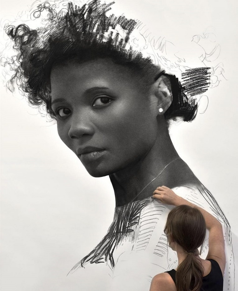 Clio Newton artista cria retratos de mulheres em carvao 1