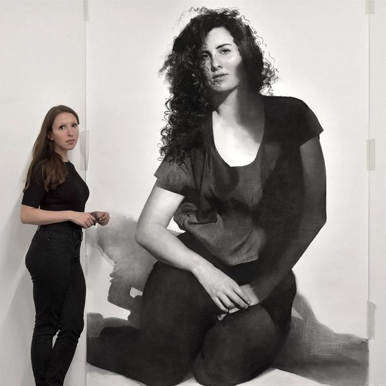 Clio Newton artista cria retratos de mulheres em carvao 7