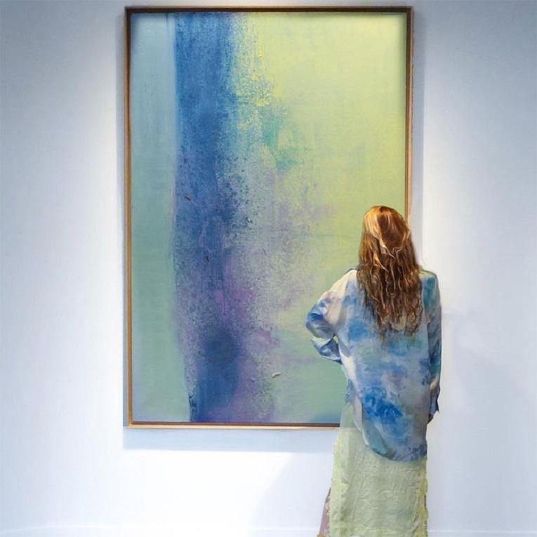 Roupas e pinturas identicas em galerias de arte 14