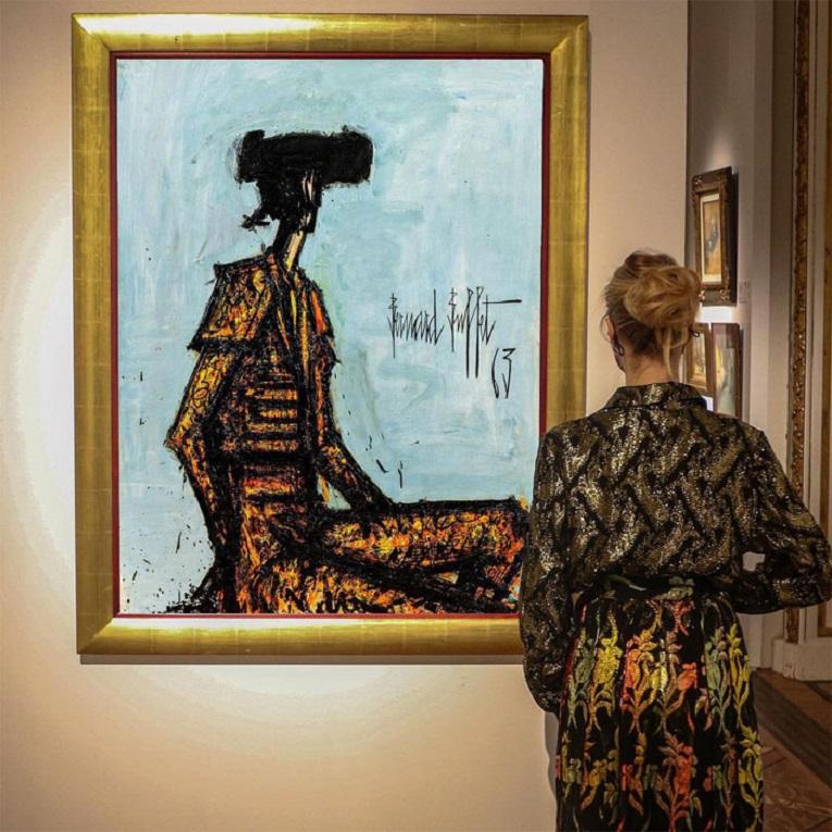 Roupas e pinturas identicas em galerias de arte 22